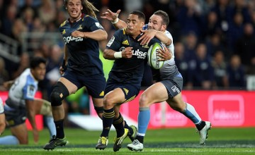 Aaron Smith is tackled by Alby Mathewson