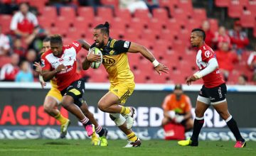 Matt Proctor score a try for the Hurricanes from an intercep