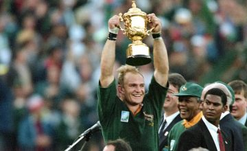 Francois Pienaar lifts the World Cup after beating New Zealand