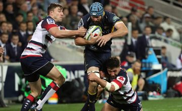 Scott Fardy wrestles with the ball for the Brumbies