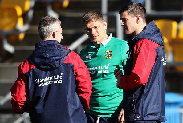 Owen Farrell and Jonny Sexton talk to Lions backs coach Rob Howley