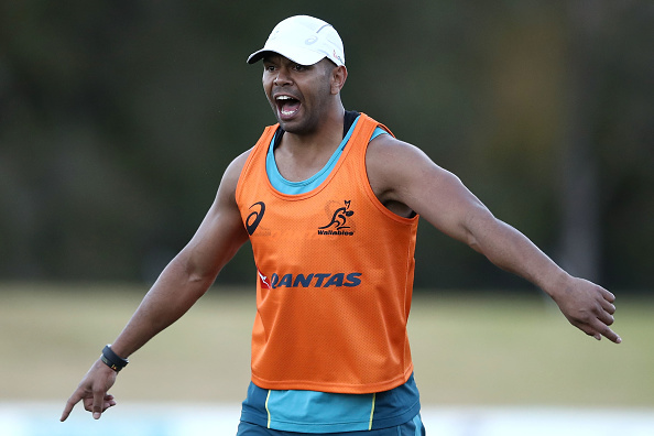 Kurtley Beale shouts instructions during an Australian Wallabies training session