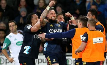 Elliot Dixon of the Highlanders celebrates his try during the round five Super Rugby match between the Highlanders and the Crusaders