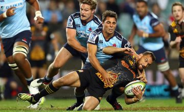Aaron Cruden is tackled by Nick Phipps